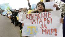 �Krym�t� Tata�i za m�r!� Proukrajinsk� demonstrace na Krymu (archivn� sn�mek z...