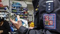 Celní správa kontroluje obchody a ve�erky v Brn�. | na serveru Lidovky.cz | aktu�ln� zpr�vy