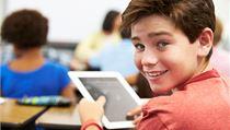 Ilustra�ní foto: Student s tabletem | na serveru Lidovky.cz | aktu�ln� zpr�vy