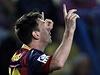 Messi po vst�elen�m g�lu pos�l� vzkaz do nebe zesnul�mu Vilanovovi
