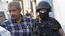 Jedním z míst, kde policisté zasahovali, bylo i sídlo Islámské nadace Praha v ulici Politických v�z�� | na serveru Lidovky.cz | aktu�ln� zpr�vy