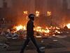 Některé oběti otrávil dým, jiní lidé se zabili při skoku z oken budovy, kterými se pokoušeli uniknout plamenům, uvedla agentura Reuters.