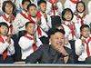Kim Čong-un se severokorejskými pionýry (ilustrační fotografie).