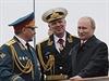 Rusk� ministr obrany Sergej �ojgu (vlevo) a prezident Vladimir Putin (vpravo) s...
