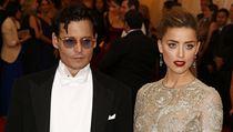 Johnny Depp se svou snoubenkou modelka Amber Heard.