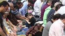 Muslimov� cht�li protestn� modlitmou pouk�zat na to, �e policejn� z�sah v me�it� byl neadekv�tn�.