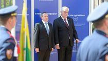 Dvoudenní summit Východního partnerství za�al 24. dubna v Praze. Na snímku jsou prezident Milo� Zeman (vpravo) a ukrajinský ministr zahrani�í Andrij De��ycja. | na serveru Lidovky.cz | aktu�ln� zpr�vy