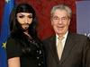 Rakouský prezident Heinz Fischer s vousatou zpěvačkou Conchitou Wurst