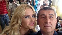 Volební 'selfie' Andreje Babi�e s man�elkou Monikou. | na serveru Lidovky.cz | aktu�ln� zpr�vy