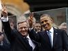 Americký prezident Barack Obama se svým polským protějškem Bronislawem...