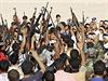 Irácká armáda verbuje do bojů proti ISIL stovky dobrovolníků.
