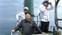 Nejvyšší vůdce KLDR Kim Čong-unběhem plavby v ponorce třídy Romeo rozdával rady ohledně navigace i přísné bojové pokyny.