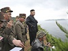 Severokorejský vůdce Kim Čong-un osobně řídil rozsáhlé vojenské cvičení simulující útok na ostrov a pohrozil nepřátelům, že budou hořce litovat případné invaze.