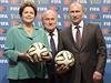 Ruský prezident Vladimir Putin p�evzal za dohledu �éfa FIFA Seppa Blattera od... | na serveru Lidovky.cz | aktu�ln� zpr�vy