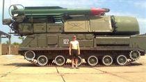 Ruská média p�ed �asem zve�ejnila tuto fotografii systému BUK AA pou�ívaného ruskými vojáky. Práv� tento systém byl s nejv�t�í pravd�podobností pou�it k sest�elení letu MH17. | na serveru Lidovky.cz | aktu�ln� zpr�vy