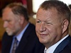 Ministr zdravotnictv� Svatopluk N�me�ek a advok�t Tom� Sokol vystoupili na...