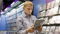 Dít� v obchod� s videohrami. | na serveru Lidovky.cz | aktu�ln� zpr�vy