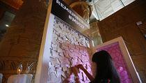Vzpomínková tabule v�novaná ob�tem tragédie letu MH17. | na serveru Lidovky.cz | aktu�ln� zpr�vy