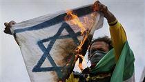 K n�r�stu projev� antisemitismu do velk� m�ry p�isp�ly reakce na konflikt mezi Izraelem a Gazou z lo�sk�ho l�ta (ilustra�n� sn�mek).