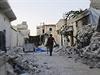 Voják v troskách Aleppa