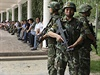 Bezpečnostní jednotky v autonomní oblasti Sin-ťiang na severozápadě Čínské...