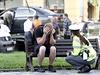 Kriminalisté na místě smrtelné nehody vyslýchají svědky a zjišťují okolnosti