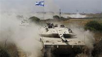 Izraelský tank na cest� dom� z Gazy 5. srpna. Izrael v úterý stáhl svá pozemní... | na serveru Lidovky.cz | aktu�ln� zpr�vy