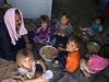 ��it�t� b�enci z oblasti Mosulu v uprchlick�m t�bo�e.