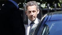 Nicolas Sarkozy opou�tí 2. �ervence pa�í�ský d�m. | na serveru Lidovky.cz | aktu�ln� zpr�vy