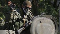 Prorusk� separatista v pln� poln�.
