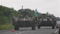 Jednotky ukrajinsk� arm�dy proj�d�j� Don�ckou oblast�.