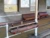 D�ev�né truhlíky, které se pomalu rozpadávají, typické odpo�inkové lavice... | na serveru Lidovky.cz | aktu�ln� zpr�vy