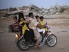 Palestinci se vrací zpět do svých domová v Pásmu Gazy během příměrí.