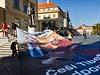 P�inesli s sebou transparenty na podporu svobodného Tibetu a tibetské vlajky. | na serveru Lidovky.cz | aktu�ln� zpr�vy