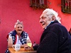 P��e o seniory je v�nosn� byznys. Star�ch lid� z�visl�ch na pomoci druh�ch...
