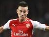 Koscielny z Arsenalu v souboji s fotbalistou Besiktase Dembou Ba. | na serveru Lidovky.cz | aktu�ln� zpr�vy