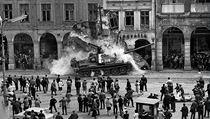Srpen 1968: Rusk� tank zbo�il podloub� v Liberci. Hledal se autor fotky