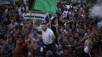 Palestinci oslavují vyhlášení příměří v Pásmu Gazy. Na snímku mluvčí Hamásu Sami Abú Zuhrí. (Ilustrační snímek.)