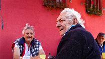 """Péče o seniory je výnosný byznys. Starých lidí závislých na pomoci druhých přibývá a s tím roste i počet načerno provozovaných sociálních center. Na snímku obyvatelé domova """"Petruška""""."""