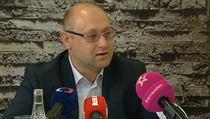 P�edseda p�edstavenstva nemocncie v Rumburku Darek �v�b na tiskov� konferenci.