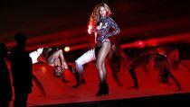Hlavn� cenu MTV z�skala Cyrus. Kr�lovnou ve�era byla ale Beyonc�