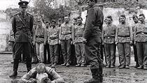 Pomocné technické prapory zvané PTP - scéna z filmu Žert z roku 1968.