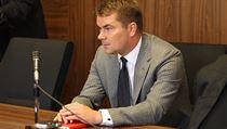 Marek Dalík u soudu. Podle obžaloby požadoval úplatek při vyjednávání o nákupu obrněných transportérů Pandur