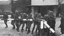 N�me�tí vojáci zabírají 1. zá�í 1939 polskou hranici. Za�íná druhá sv�tová... | na serveru Lidovky.cz | aktu�ln� zpr�vy