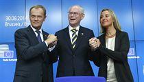 Nov� zvolen� unijn� �prezident� a polsk� premi�r Donald Tusk (vlevo), dosavadn�...