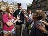 Zastánkyně odtržení a setrvání ve svazku s Anglií se přou na náměstí v Edinburghu.