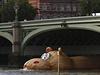 Krom� M�s��n�ho kr�l�ka p�edstavil  Florentijn Hofman ob��ho plovouc�ho hrocha. Jak ji� jeho n�zev HippopoThames napov�d�, nach�z� se v Lond�n�.