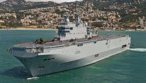 Francouzská loď Dixmunde. patřící do kategorie Mistral, je třetí lodí téhož jména a zároveň třetí lodí ve své třídě. Dvě její sesterská plavidla měla Francie dodat Rusku.