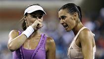 Finále ženské čtyřhry na US Open. Martina Hingisová (vlevo) a Flavia Pennettaová.