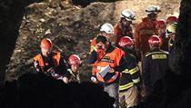 Na místě zasahovalo kolem 70 hasičů, policistů a záchranářů.